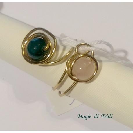 Magie di Trilli - Anello artigianale donna in filo per gioielli dorato, con pietre dure di agata, regolabile
